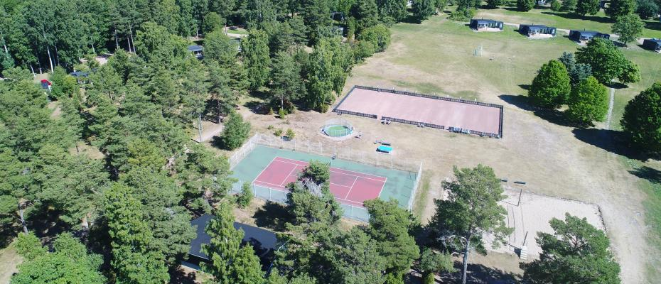 Boule, tennis, beachvolley, cage fottball, minigolf. pingis kaikki yhdessä